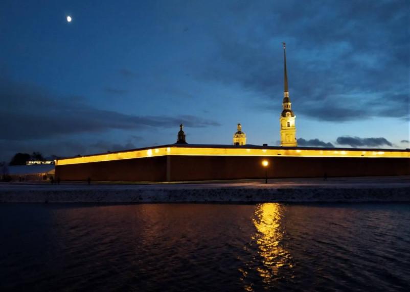 Новые ограничения вводят в Санкт-Петербурге