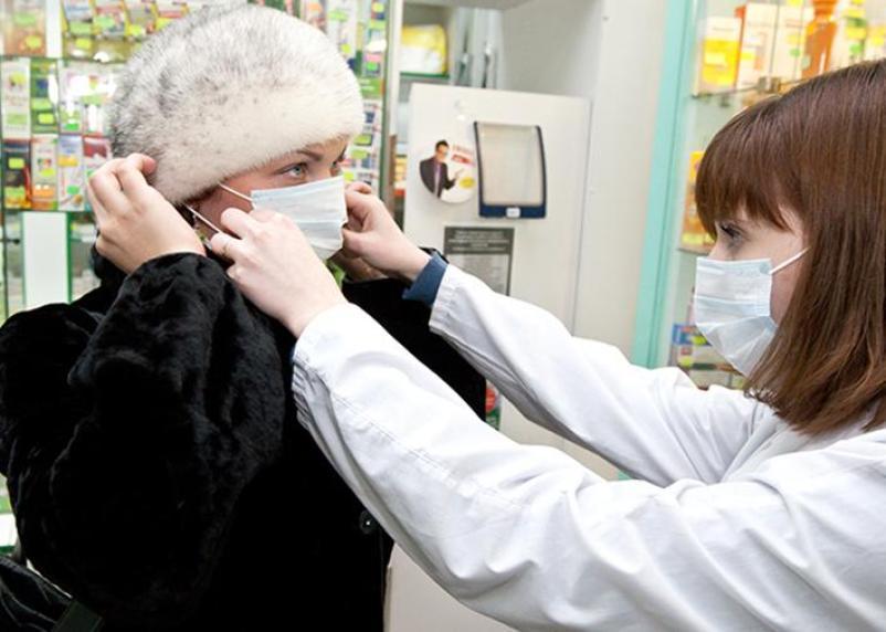 Смоленские предприятия начали шить медицинские маски