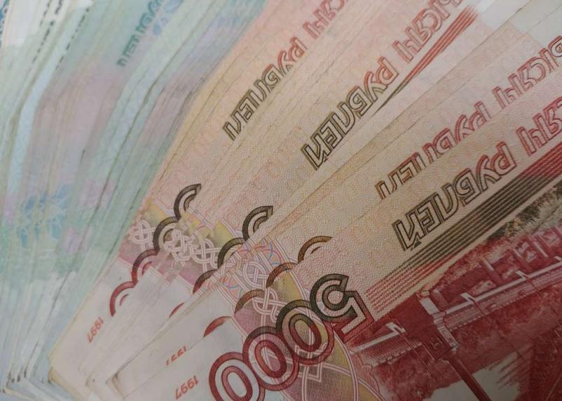 Впервые с 2010 года России вернули рекордную сумму долгов