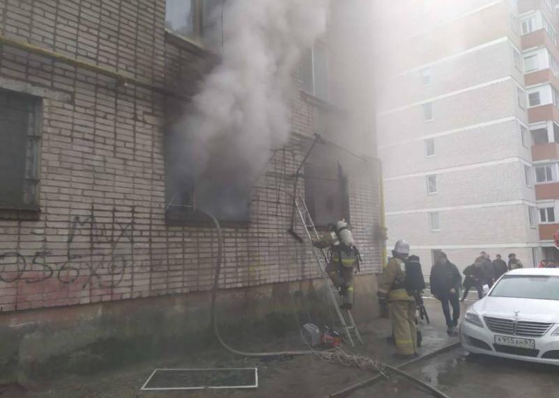 В Смоленске эвакуируют жильцов общежития из-за пожара