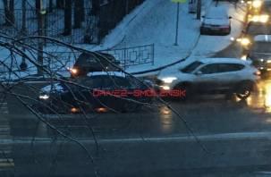 Сразу три автомобиля. Серьезное ДТП в Смоленске затрудняет движение транспорта