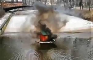 Разбомбивший домик для лебедей в Смоленске «похвалился» в соцсетях