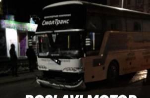 В Рославле легковушка протаранила автобус. Два человека оказались в больнице