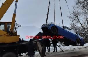 В Смоленской области иномарка «улетела» в частный сектор