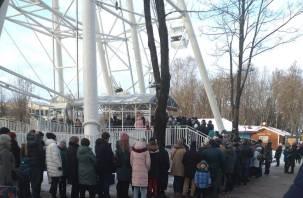 Колесо обозрения в Смоленске превратилось в «ромашку»