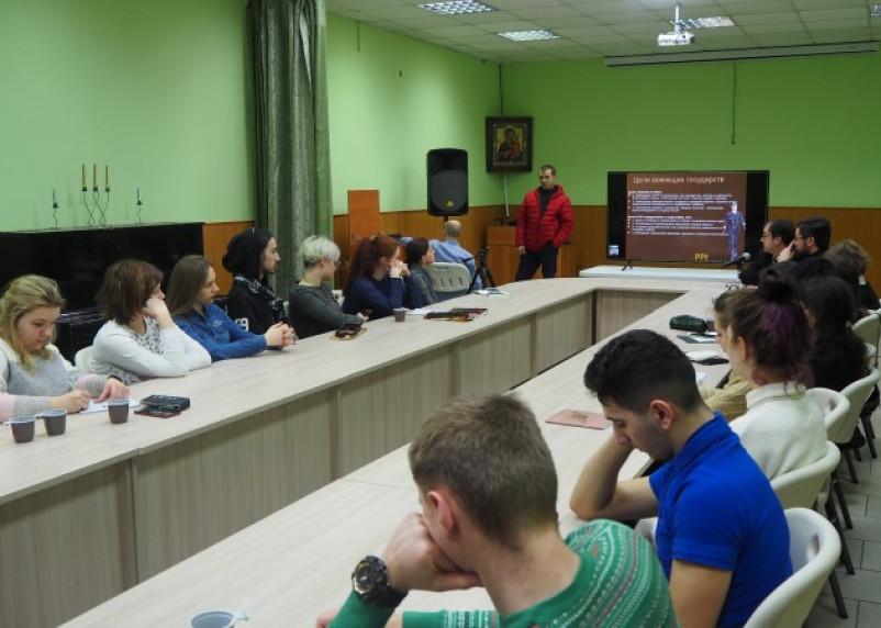 Молодежь из Витебска обучают в смоленском приходе
