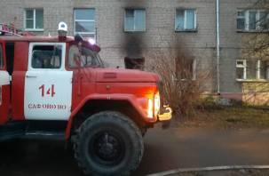 Мужчина выпрыгнул из окна. В Сафонове из дома эвакуировали 35 человек