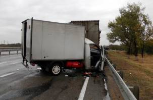 В Смоленском районе в ДТП с грузовиками пострадал человек