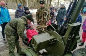 В День защитника Отечества смолянам показали военную технику