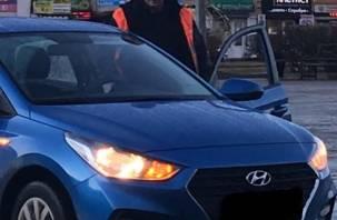 Рославльчанин с палкой устроил драку за парковку около администрации