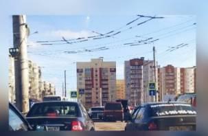 ДТП на Рыленкова затрудняет движение транспорта