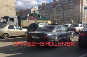 Водитель иномарки разбомбил несколько машин и пытался скрыться