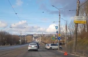 В Смоленске автомобиль снес ограждение