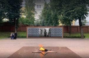 Смолянам показали макет мемориального панно в Сквере Памяти Героев