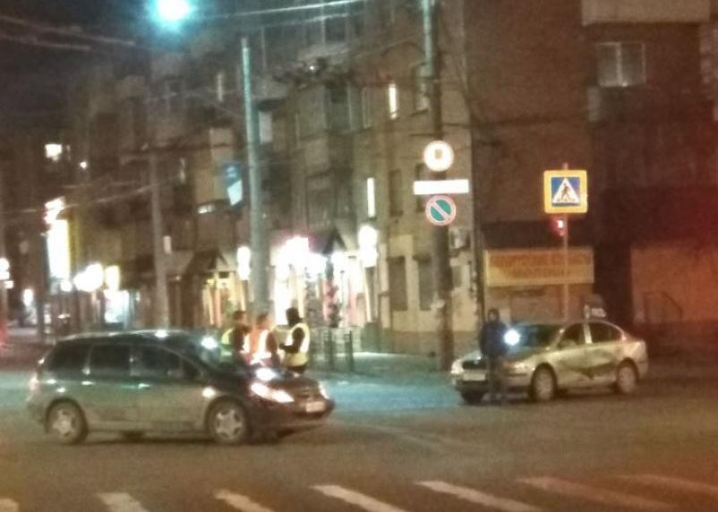 В Смоленске два авто не поделили «три дороги»
