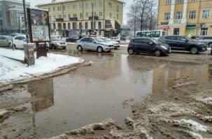 «Знаменитая» лужа в центре Смоленска пережила капремонт дороги