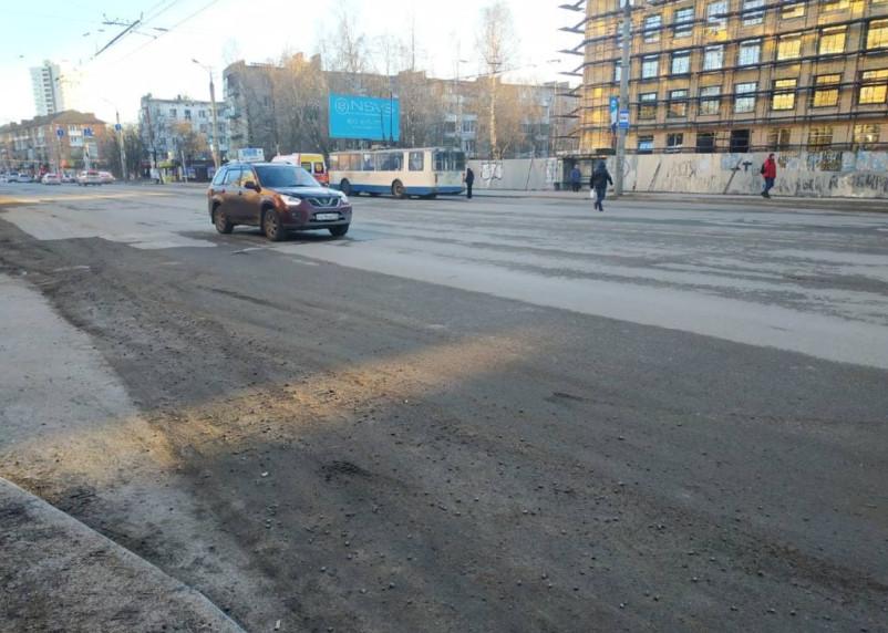 Смоляне жалуются на песок на улицах