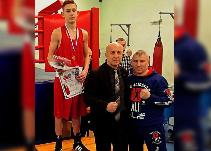 Ученик смоленского боксера Евгения Страусова победил на соревнованиях в Брянской области