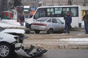 Авария с такси оставила жителей Киселевки без трамваев