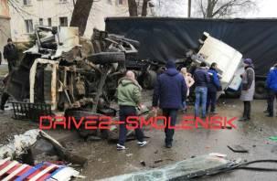 Водитель погиб на месте. На Витебском шоссе произошла страшная авария с фурой