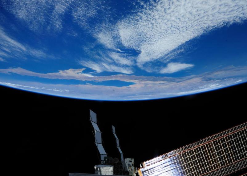 Вместо звезд. Российские спутники смогут транслировать рекламу из открытого космоса
