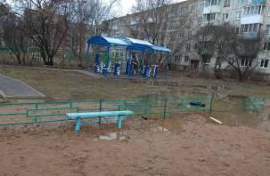 Странное благоустройство территории на Кирова возмутило смолян