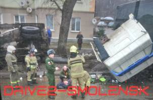 Движение заблокировано по двум сторонам. В Сети появились кадры с места жуткой аварии в Смоленске