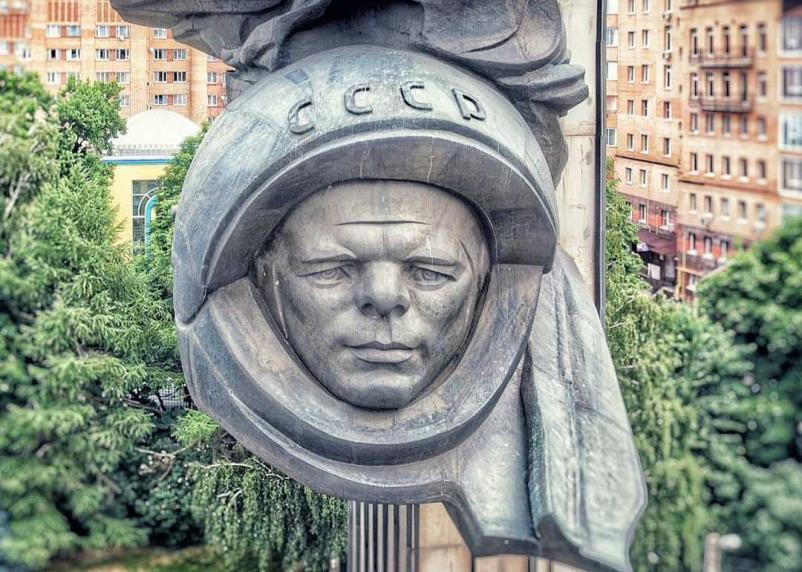 Сплющенному Юрию Гагарину предложили сделать лифтинг