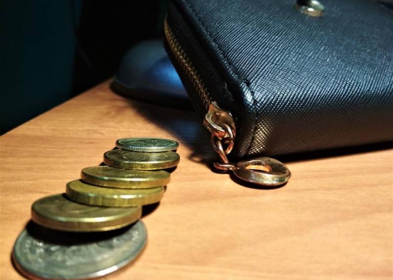 Смолянин украл у товарища в кафе кошелек с деньгами и документами