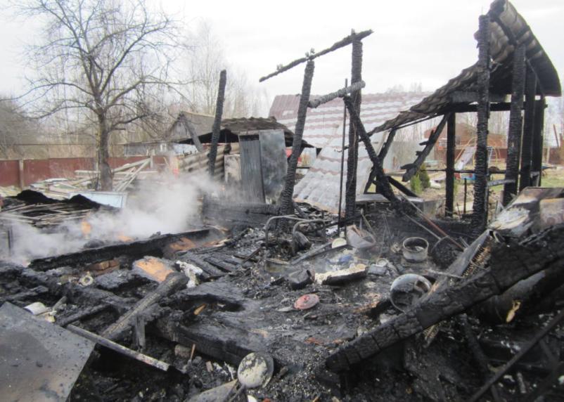 Летний дом сгорел в Сафоновском районе