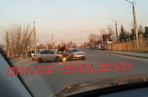 Вечернее ДТП в Смоленске серьезно затрудняет движение транспорта