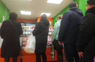 Пенсионер умыкнул у смолянина сумку с крупной суммой денег в магазине