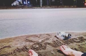 Лучшие пляжи только в Смоленске. Креативщики обращают внимание коммунальщиков к грязи необычным способом