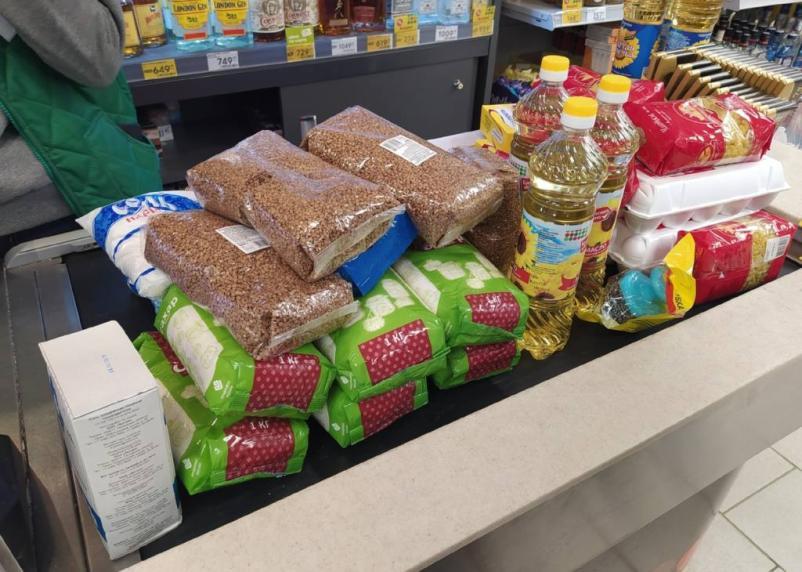 Россиянам рекомендовали не закупать продукты про запас