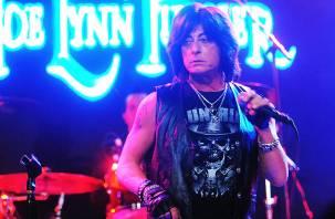 Никто не ожидал: концерт рок-кумира в Смоленске прошел без его участия