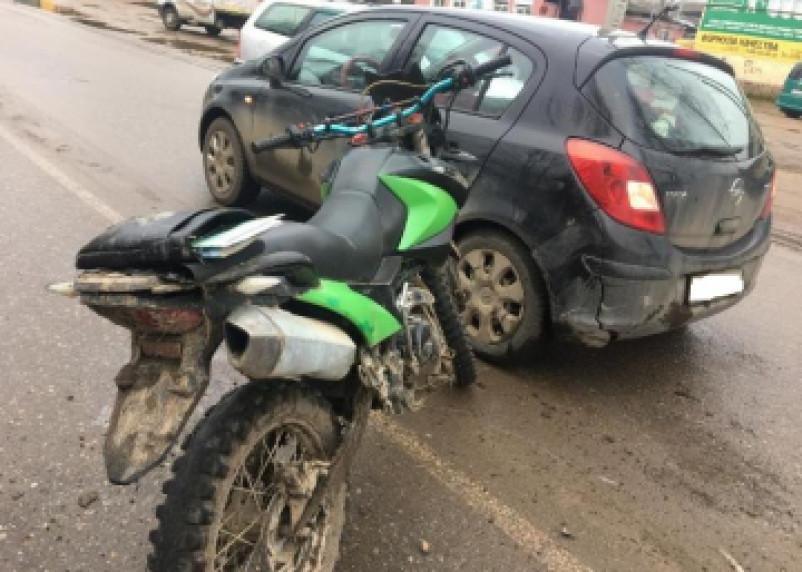Подробности ДТП с мотоциклистом в Рославле. Пассажир вылетел под колёса встречной машины