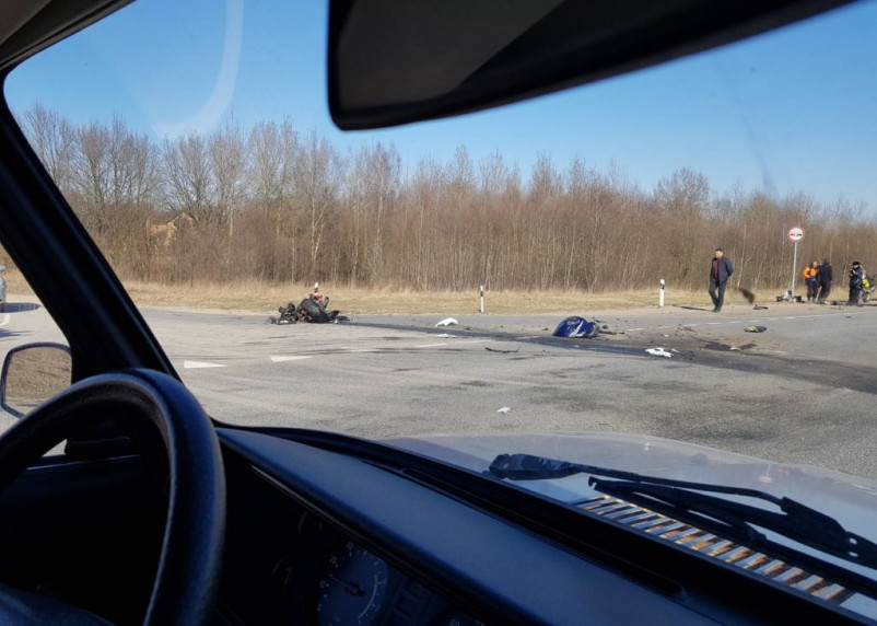 Последствия аварии с мотоциклистом на окружной Смоленска сняли на видео