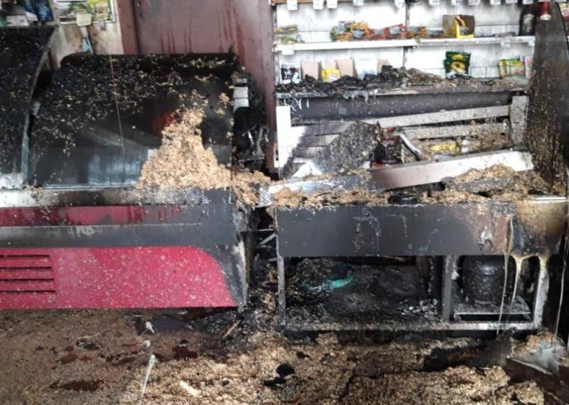 Товары подкоптились. В Велижском районе горели холодильные витрины магазина