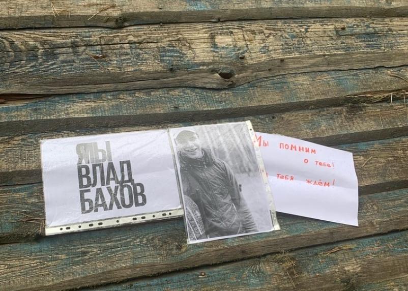 «Во вторник Владу 19 лет». В Смоленской области вандалы уничтожили мемориал памяти пропавшего подростка