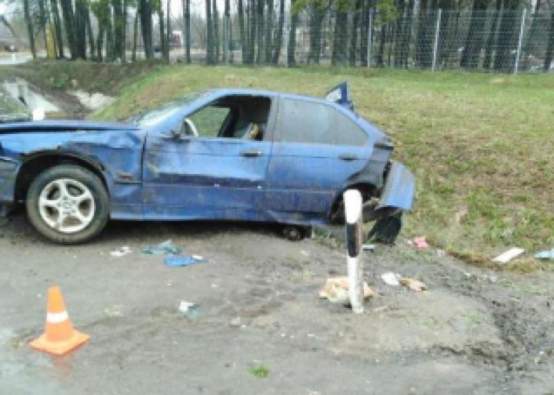В Смоленской области автоледи на БМВ сделала кульбит в кювет и попала в больницу