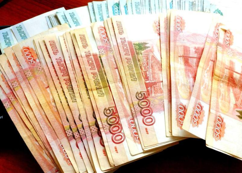 Путин повышает зарплаты госслужащим