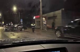 Последствия жесткой аварии на Фрунзе с «Мерседесом» попали на видео