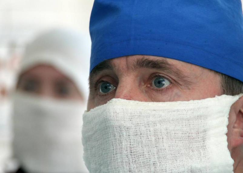 Путин поручил произвести медикам двойные «новогодние» выплаты