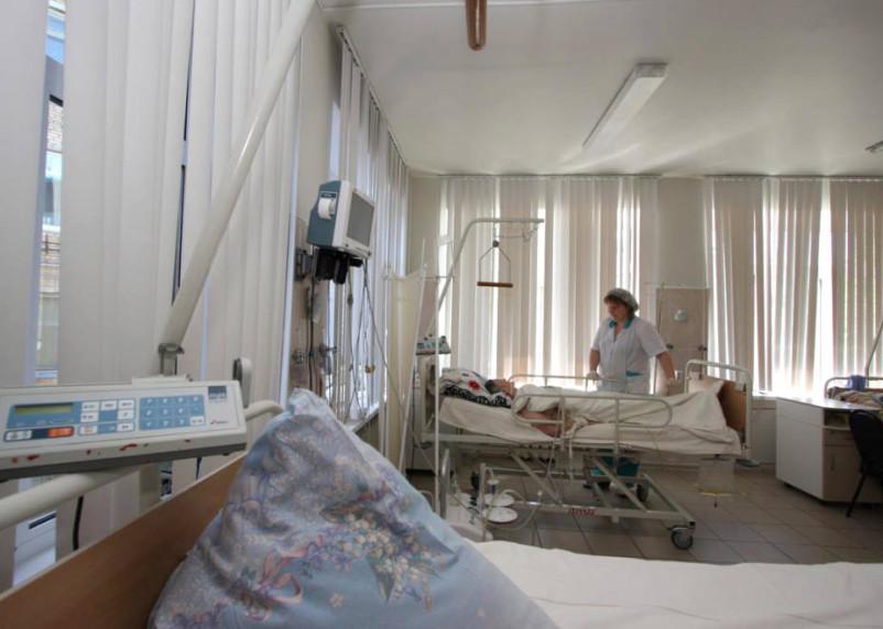 В 6 регионах России осталось менее 10% свободных коек для больных COVID-19