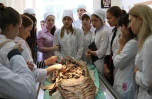 Смоленских студентов-медиков направят на практику в «коронавирусные» больницы. Но только с их согласия
