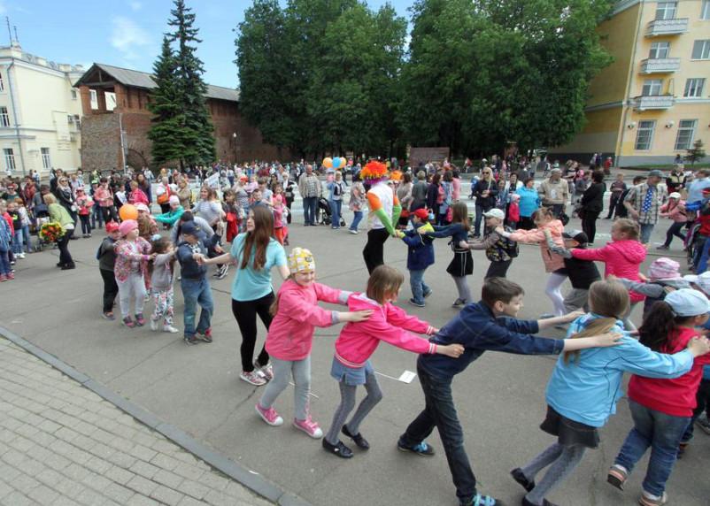 Путин: семьям с детьми к Новому году выплатят по 5 тысяч рублей