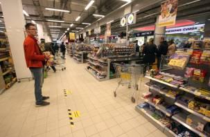 Смоленские магазины отказываются впускать посетителей без масок