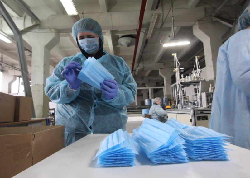 Россия опустилась на третье место в мире по числу зараженных коронавирусом