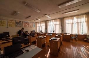 Минпросвещения разрешает вернуться к очному обучению в школах. Но есть НО