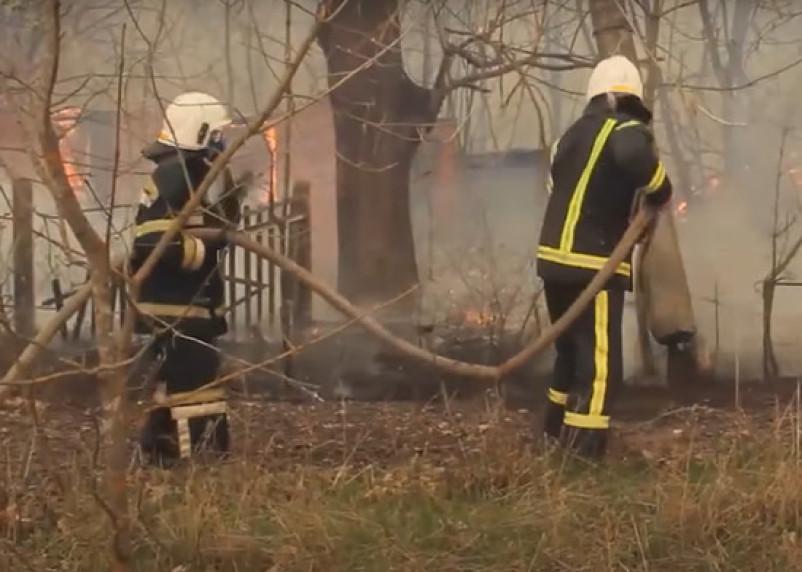 Огонь подобрался к хранилищам с радиационными отходами в Чернобыле